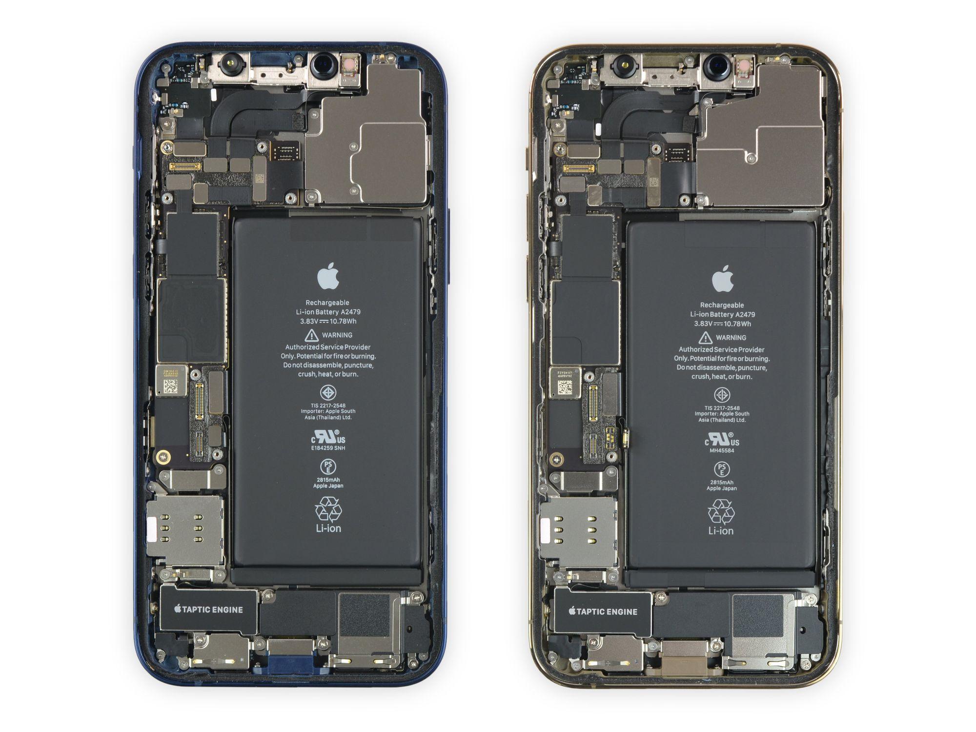 iPhone 12 à esquerda e iPhone 12 Pro à direita - Imagem iFixit