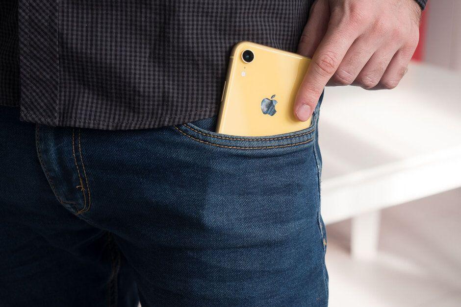 iPhone no bolso