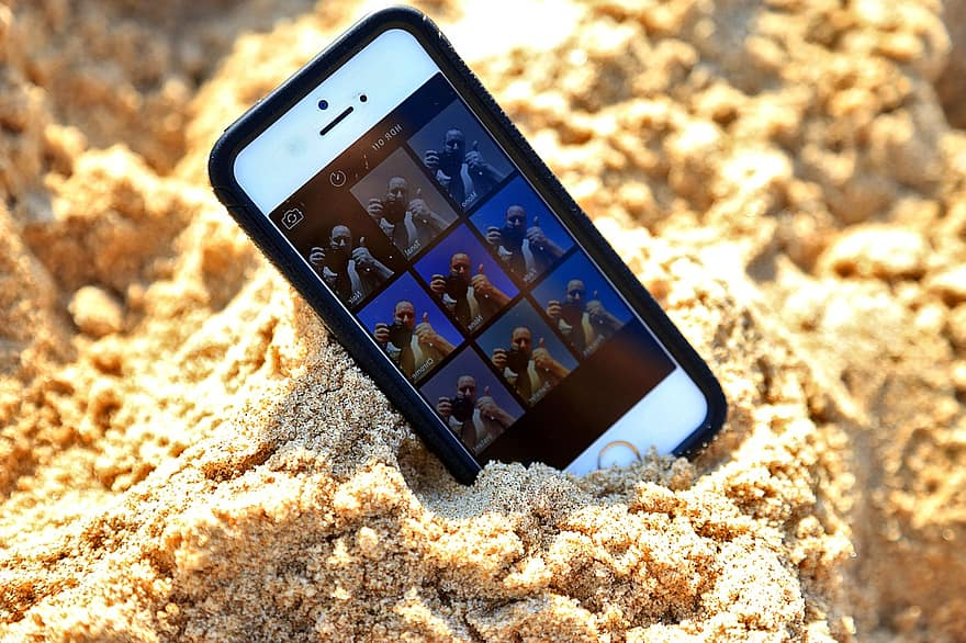 iPhone na areia da praia