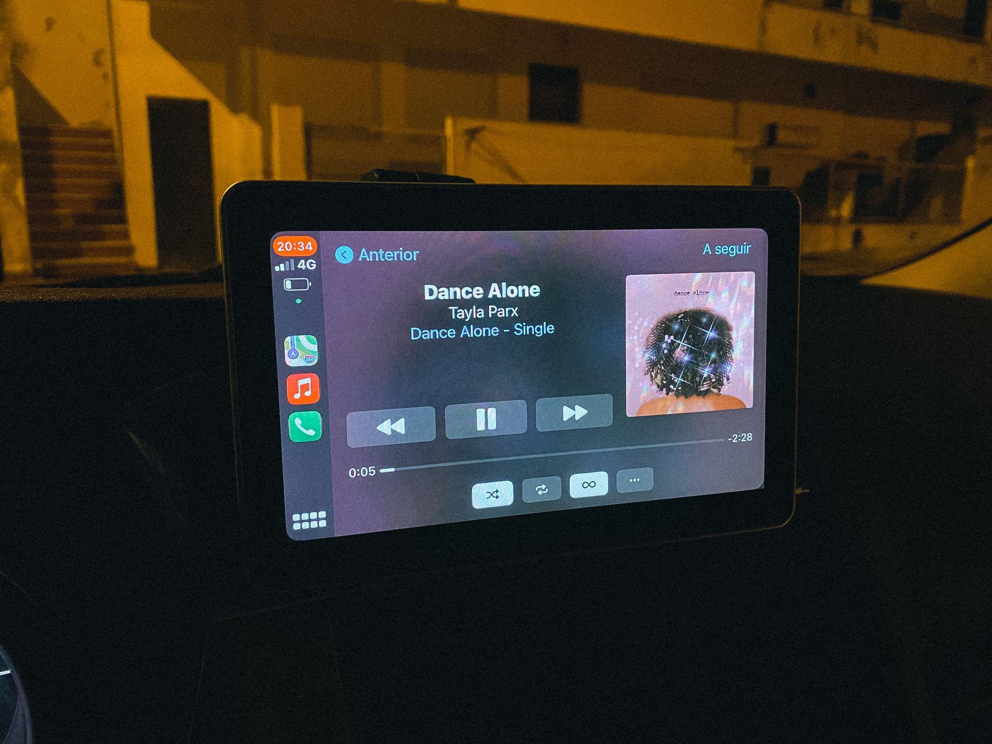 Aplicação Apple Music no Coral Vision CarPlay