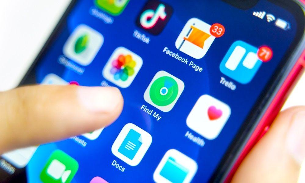 Aplicação Encontrar no ecrã principal do iPhone on localizar o AirTag