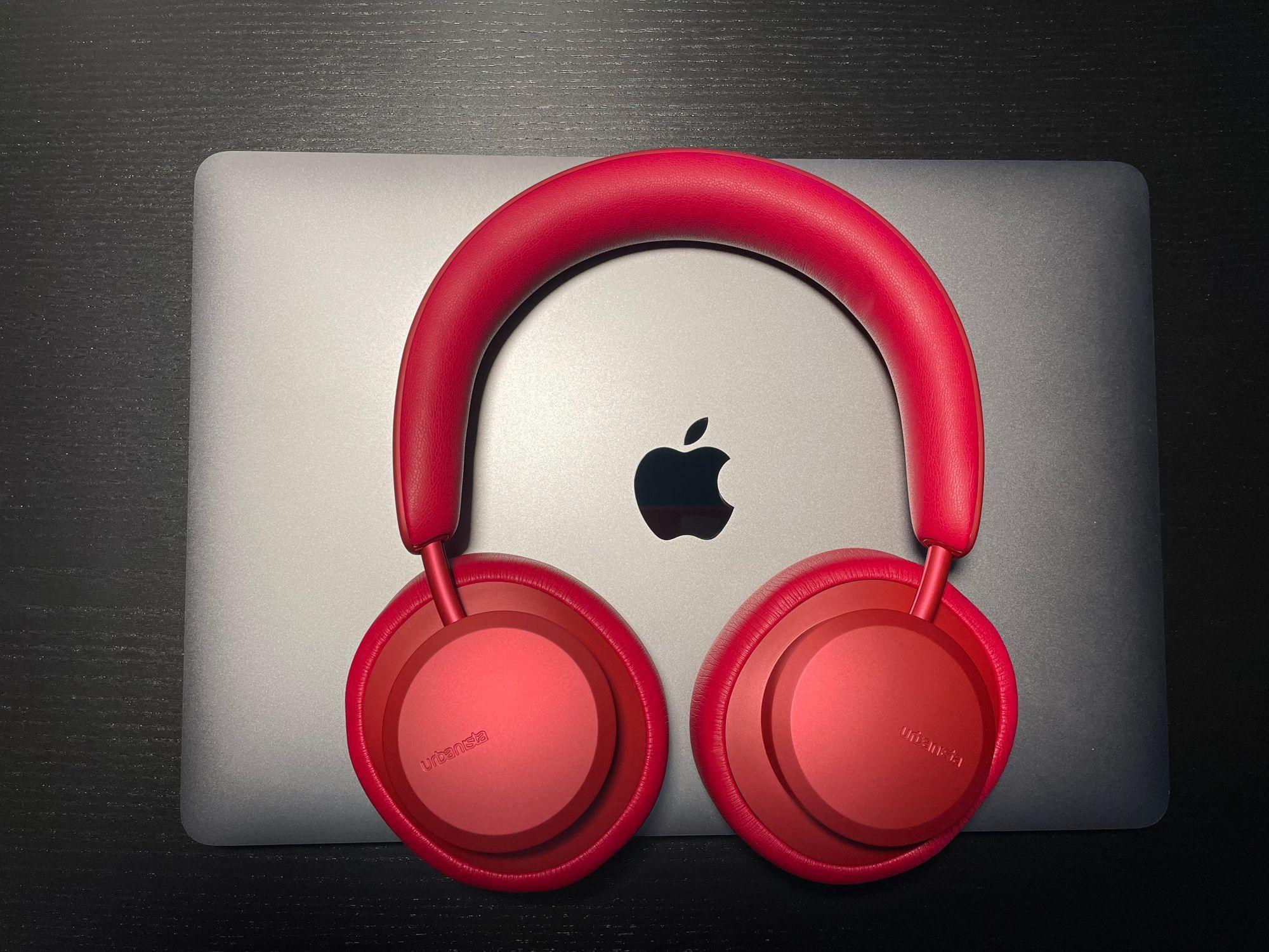 Urbanista Miami vermelho e MacBook