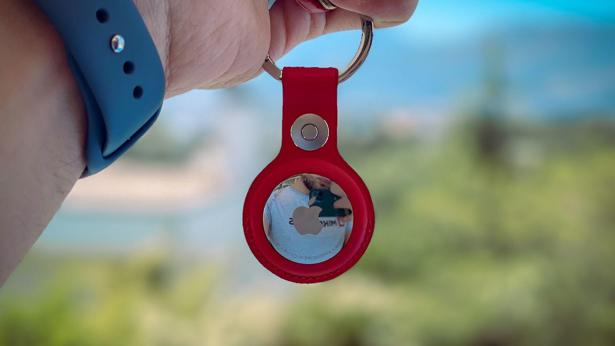AirTag com porta-chaves vermelho